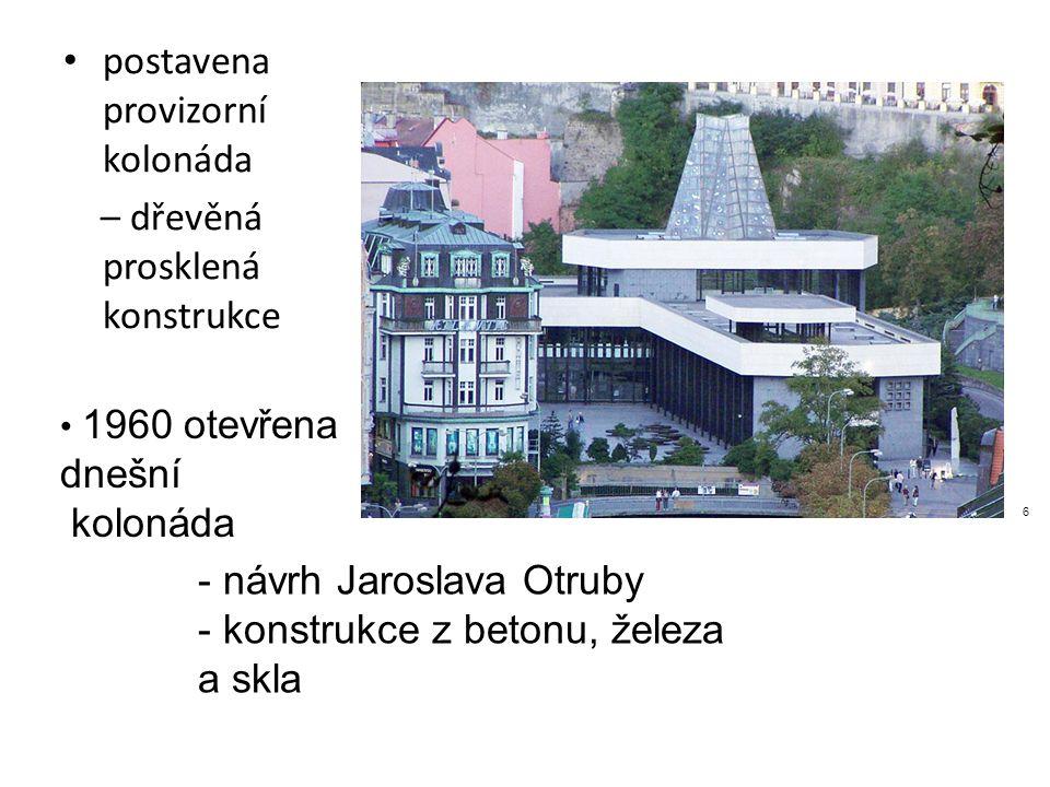 postavena provizorní kolonáda