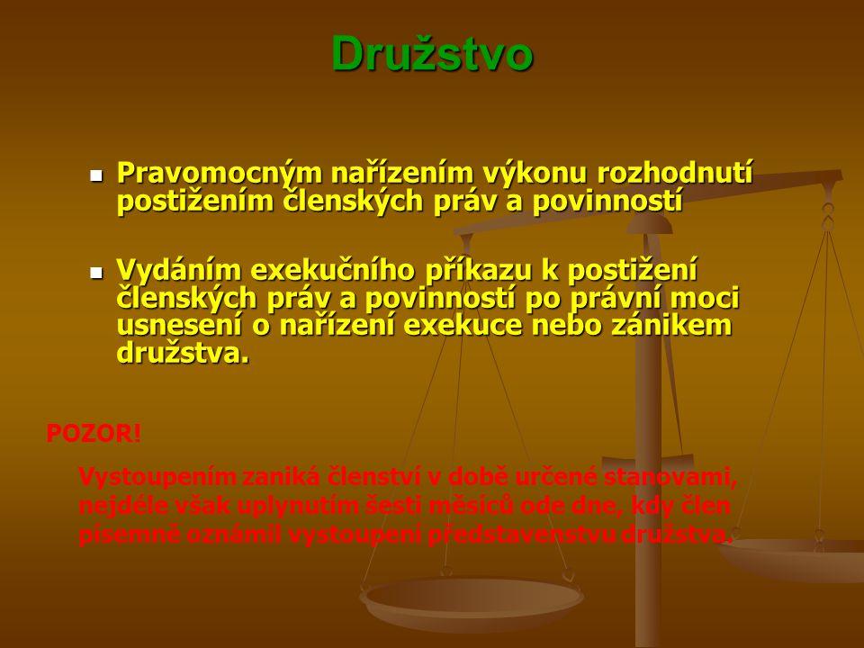 Družstvo Pravomocným nařízením výkonu rozhodnutí postižením členských práv a povinností.