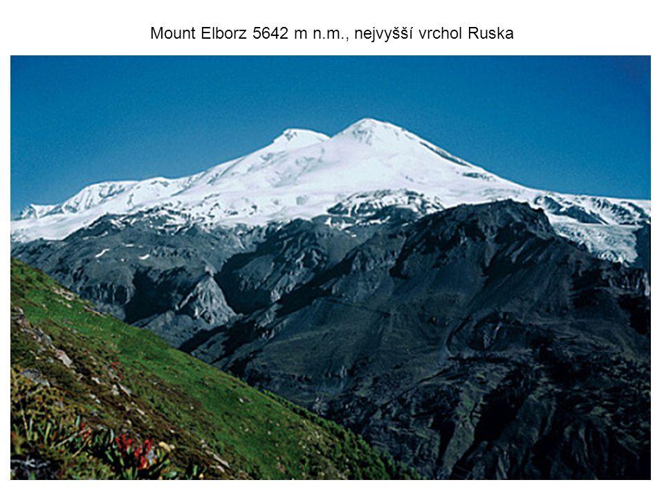 Mount Elborz 5642 m n.m., nejvyšší vrchol Ruska