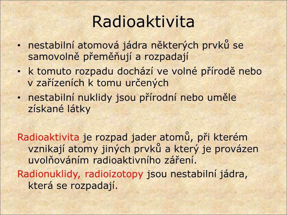Radioaktivita nestabilní atomová jádra některých prvků se samovolně přeměňují a rozpadají. k tomuto rozpadu dochází ve volné přírodě nebo.