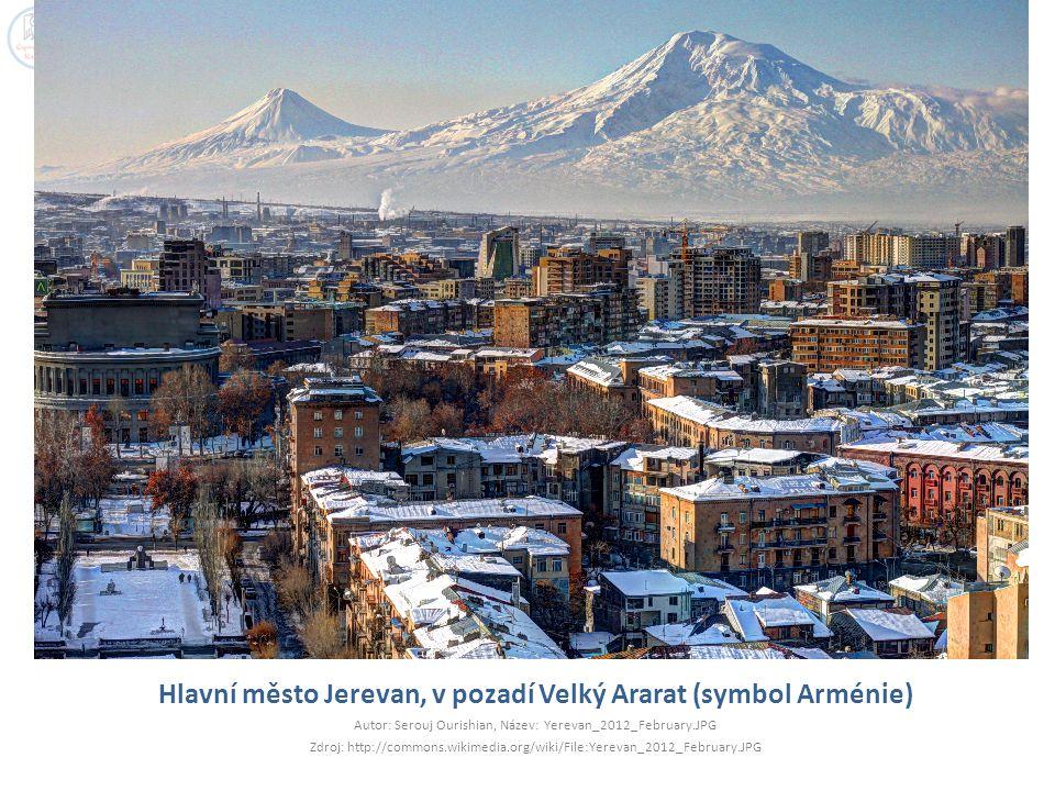 Hlavní město Jerevan, v pozadí Velký Ararat (symbol Arménie)