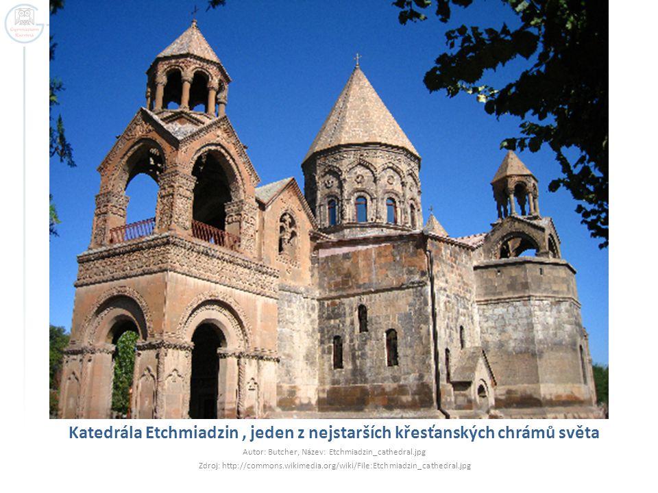 Katedrála Etchmiadzin , jeden z nejstarších křesťanských chrámů světa