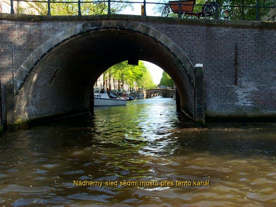 Nádherný sled sedmi mostů přes tento kanál