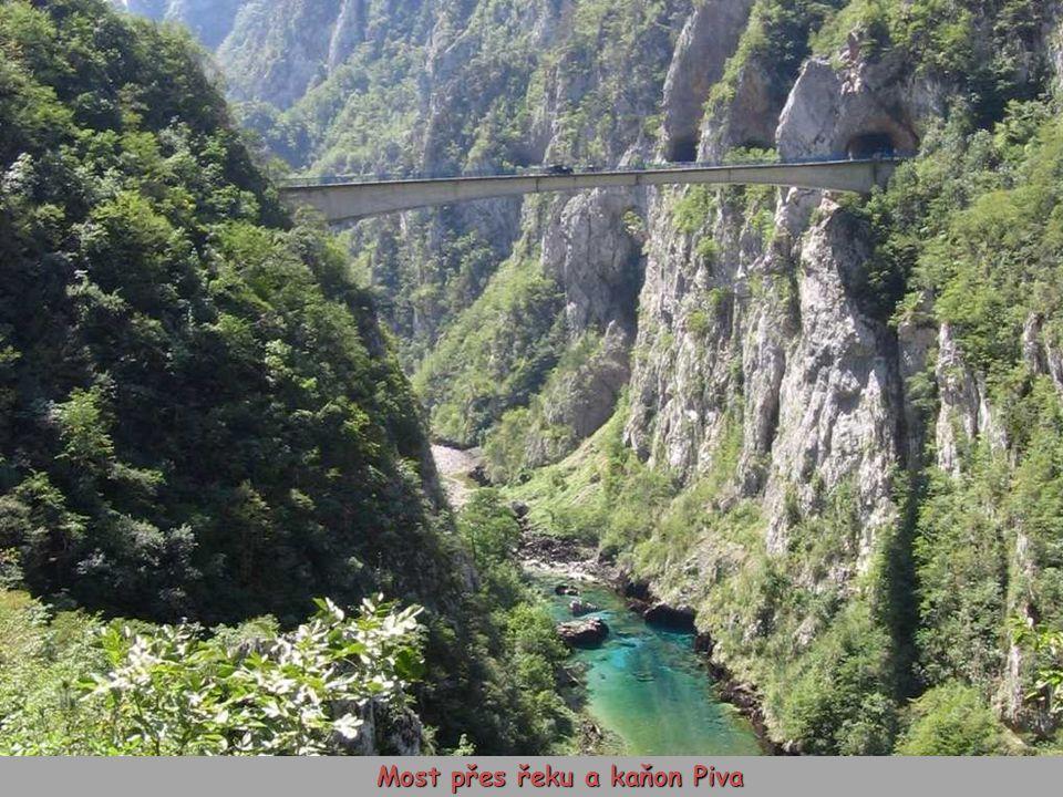 Most přes řeku a kaňon Piva