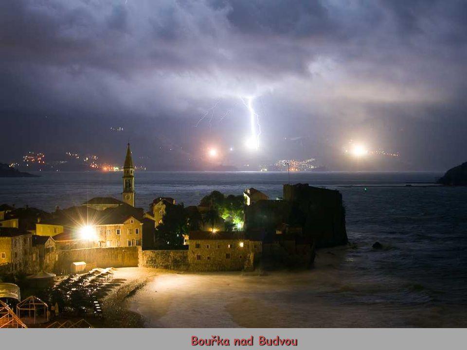Bouřka nad Budvou