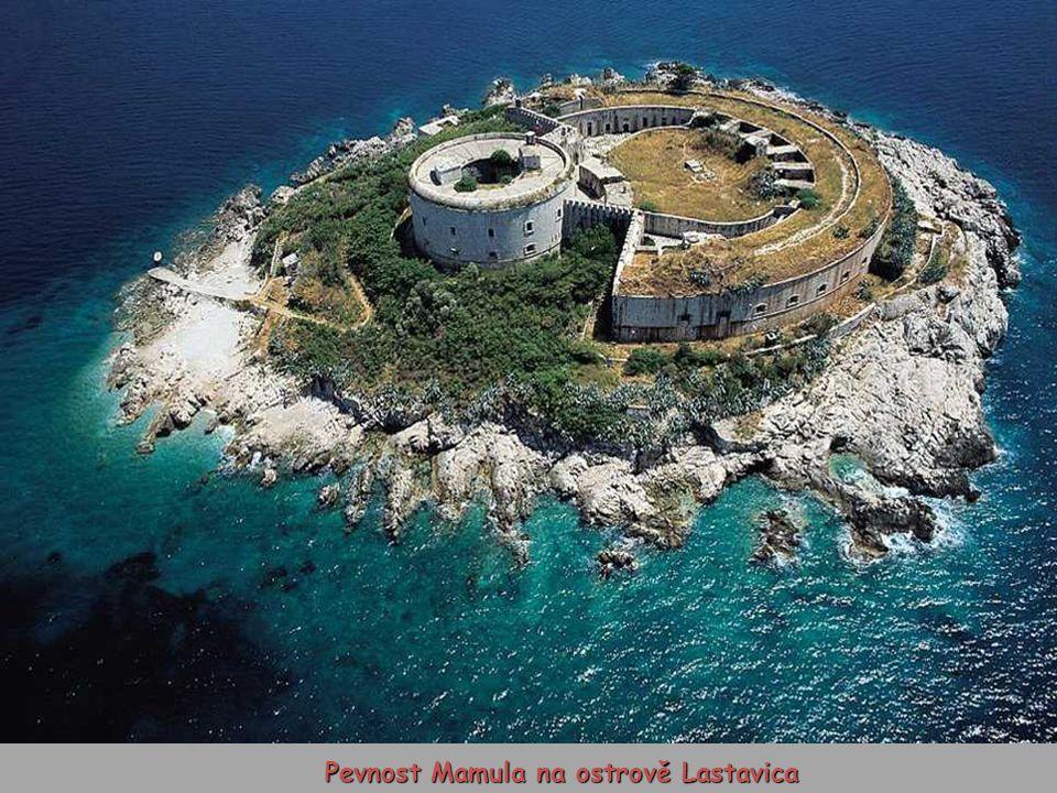 Pevnost Mamula na ostrově Lastavica