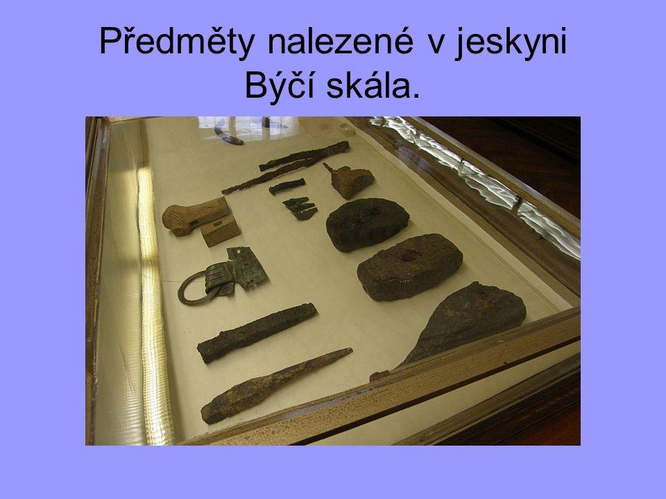 Předměty nalezené v jeskyni Býčí skála.