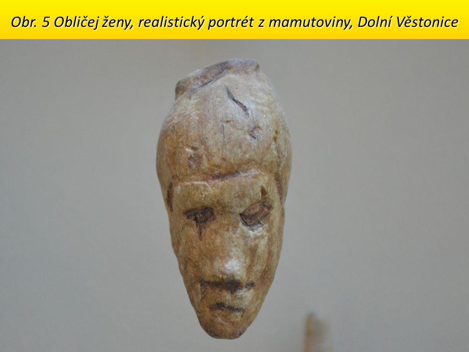 Obr. 5 Obličej ženy, realistický portrét z mamutoviny, Dolní Věstonice