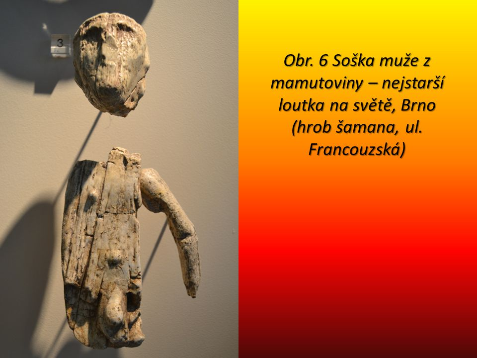 Obr. 6 Soška muže z mamutoviny – nejstarší loutka na světě, Brno (hrob šamana, ul. Francouzská)