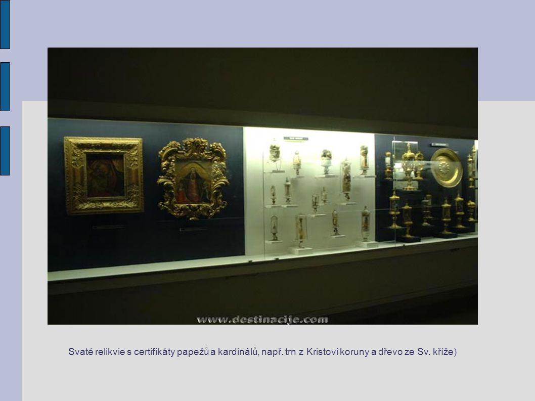 Svaté relikvie s certifikáty papežů a kardinálů, např