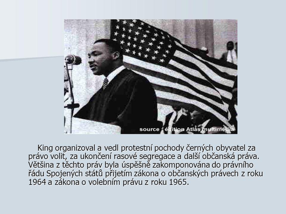 King organizoval a vedl protestní pochody černých obyvatel za právo volit, za ukončení rasové segregace a další občanská práva.