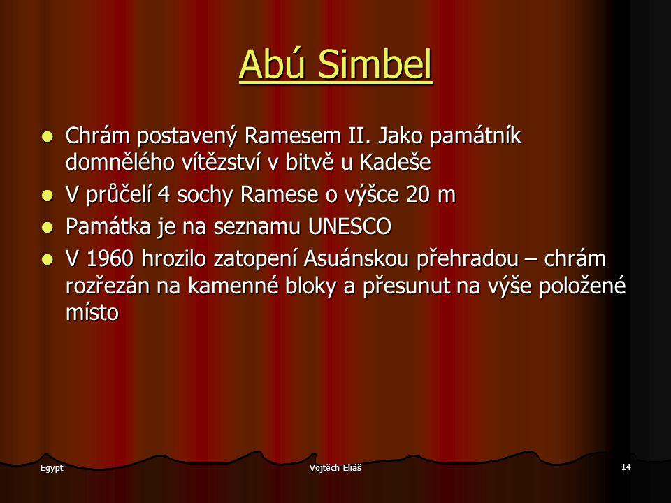 Abú Simbel Chrám postavený Ramesem II. Jako památník domnělého vítězství v bitvě u Kadeše. V průčelí 4 sochy Ramese o výšce 20 m.