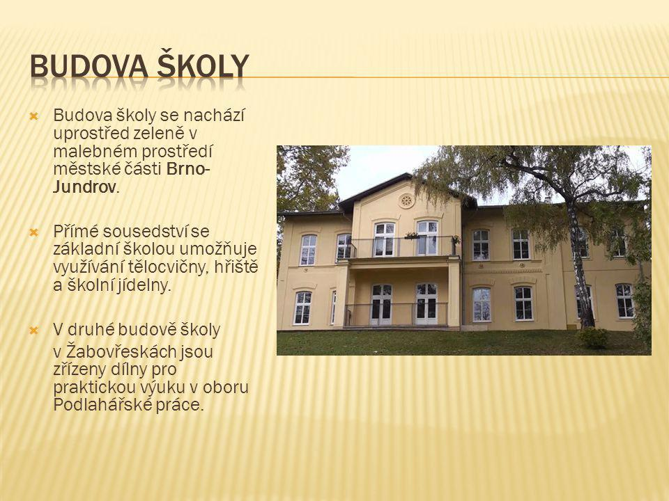 Budova školy Budova školy se nachází uprostřed zeleně v malebném prostředí městské části Brno-Jundrov.