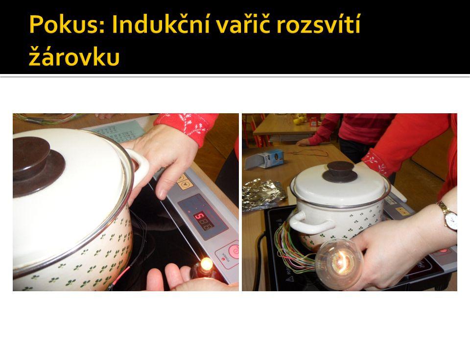 Pokus: Indukční vařič rozsvítí žárovku