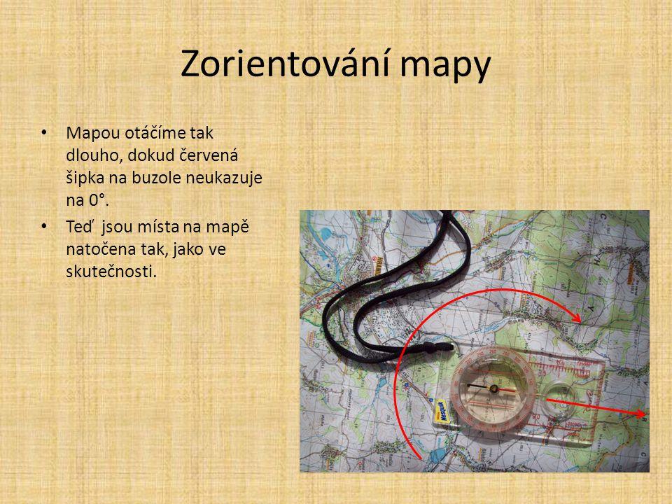 Zorientování mapy Mapou otáčíme tak dlouho, dokud červená šipka na buzole neukazuje na 0°.