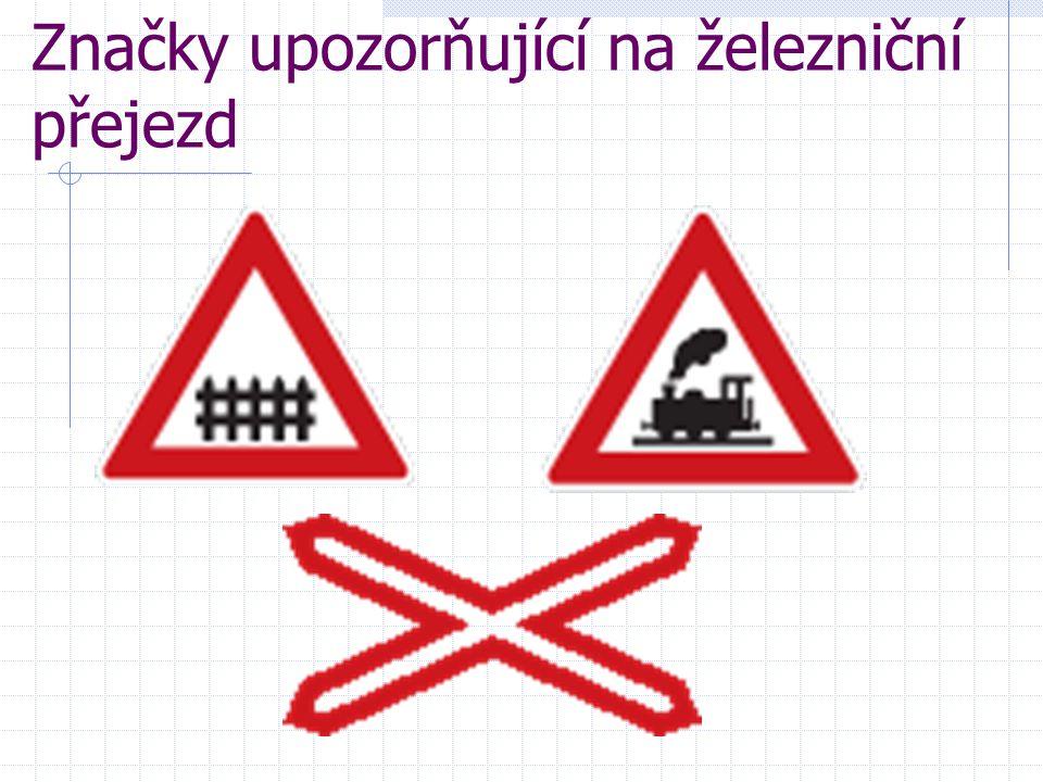 Značky upozorňující na železniční přejezd
