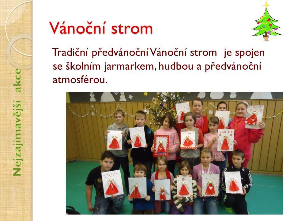 Vánoční strom Tradiční předvánoční Vánoční strom je spojen se školním jarmarkem, hudbou a předvánoční atmosférou.