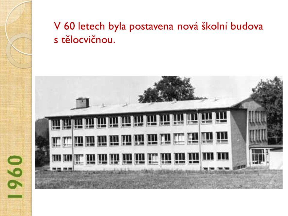 V 60 letech byla postavena nová školní budova s tělocvičnou.