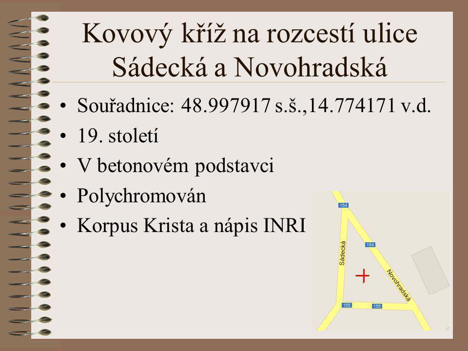 Kovový kříž na rozcestí ulice Sádecká a Novohradská