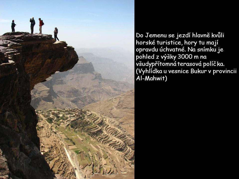 Do Jemenu se jezdí hlavně kvůli horské turistice, hory tu mají opravdu úchvatné.