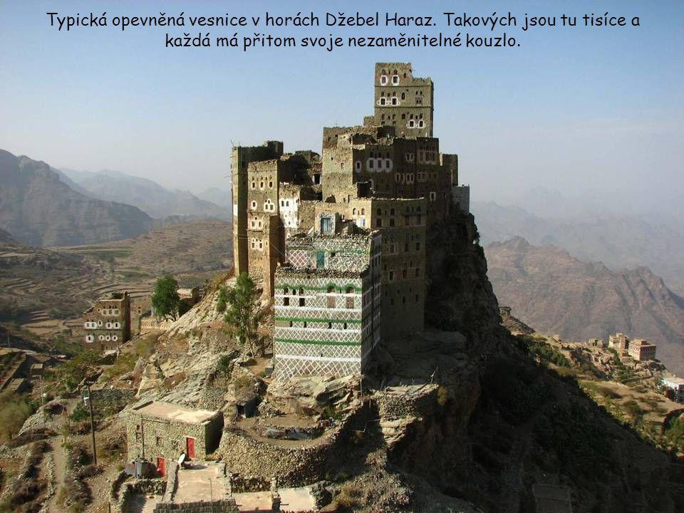 Typická opevněná vesnice v horách Džebel Haraz