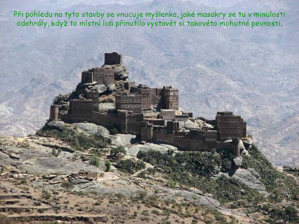 Při pohledu na tyto stavby se vnucuje myšlenka, jaké masakry se tu v minulosti odehrály, když to místní lidi přinutilo vystavět si takovéto mohutné pevnosti.