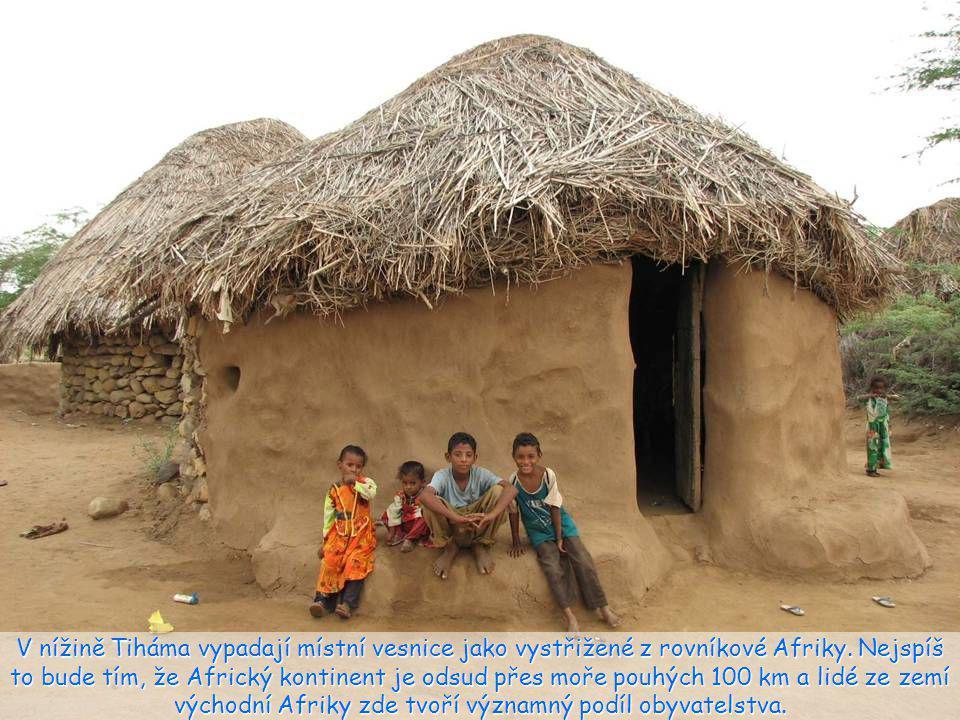 V nížině Tiháma vypadají místní vesnice jako vystřižené z rovníkové Afriky.