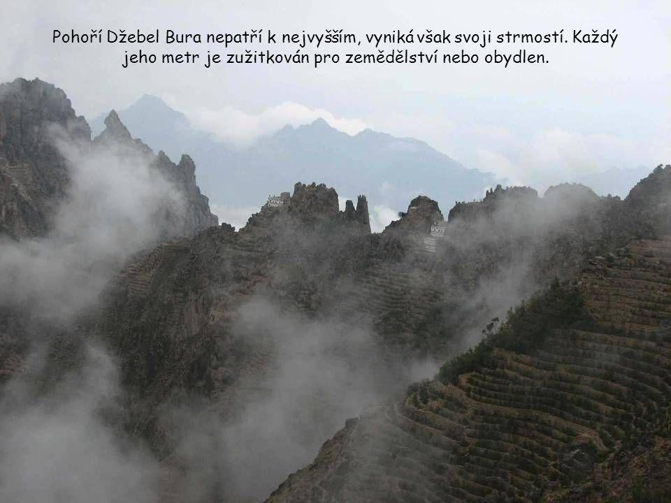 Pohoří Džebel Bura nepatří k nejvyšším, vyniká však svoji strmostí