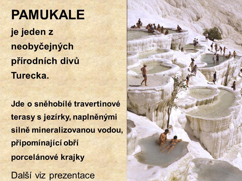 PAMUKALE je jeden z neobyčejných přírodních divů Turecka.