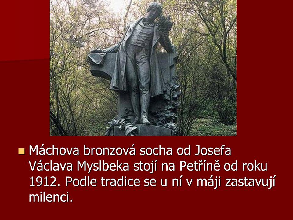Máchova bronzová socha od Josefa Václava Myslbeka stojí na Petříně od roku 1912.