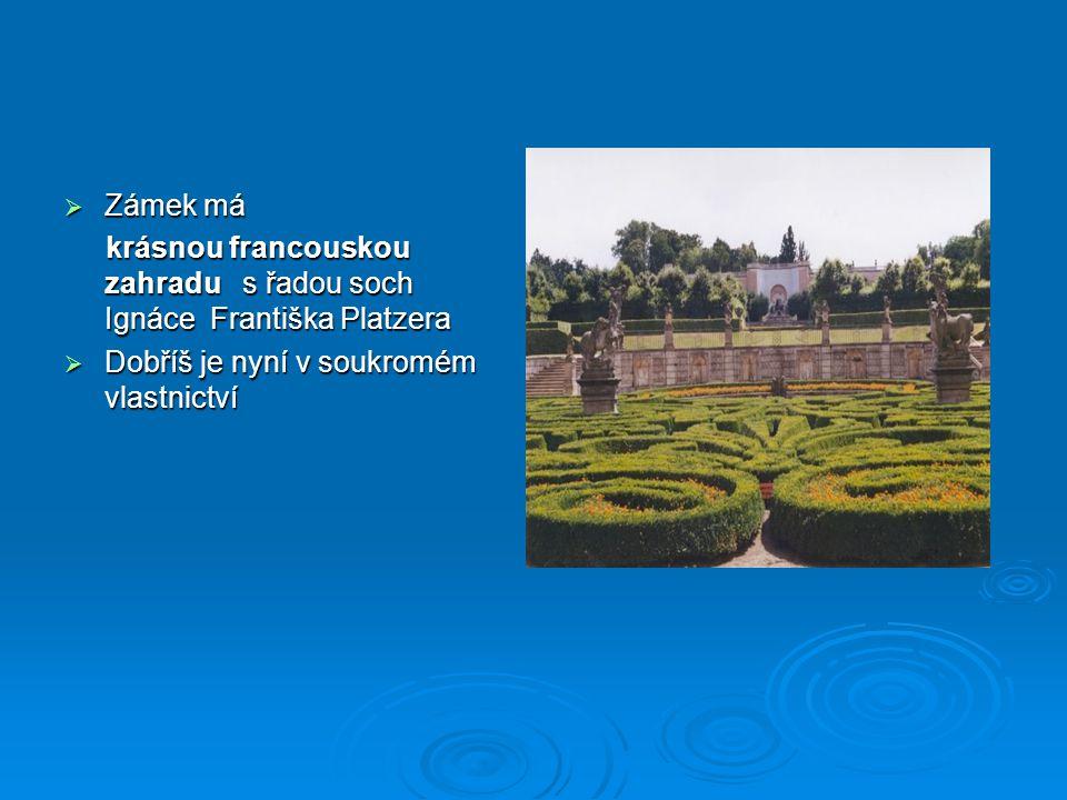 Zámek má krásnou francouskou zahradu s řadou soch Ignáce Františka Platzera.