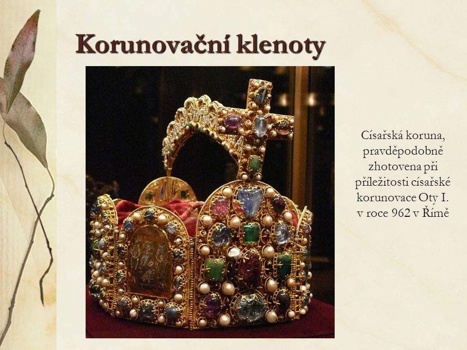 Korunovační klenoty Císařská koruna, pravděpodobně zhotovena při příležitosti císařské korunovace Oty I.