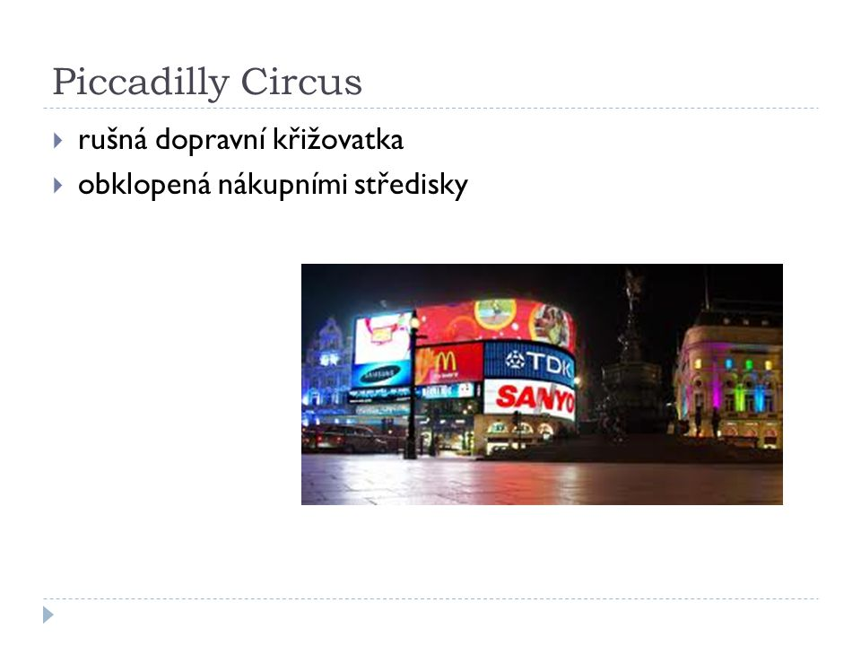 Piccadilly Circus rušná dopravní křižovatka
