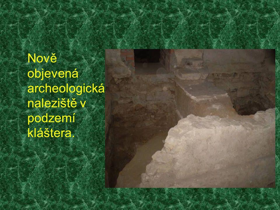 Nově objevená archeologická naleziště v podzemí kláštera.