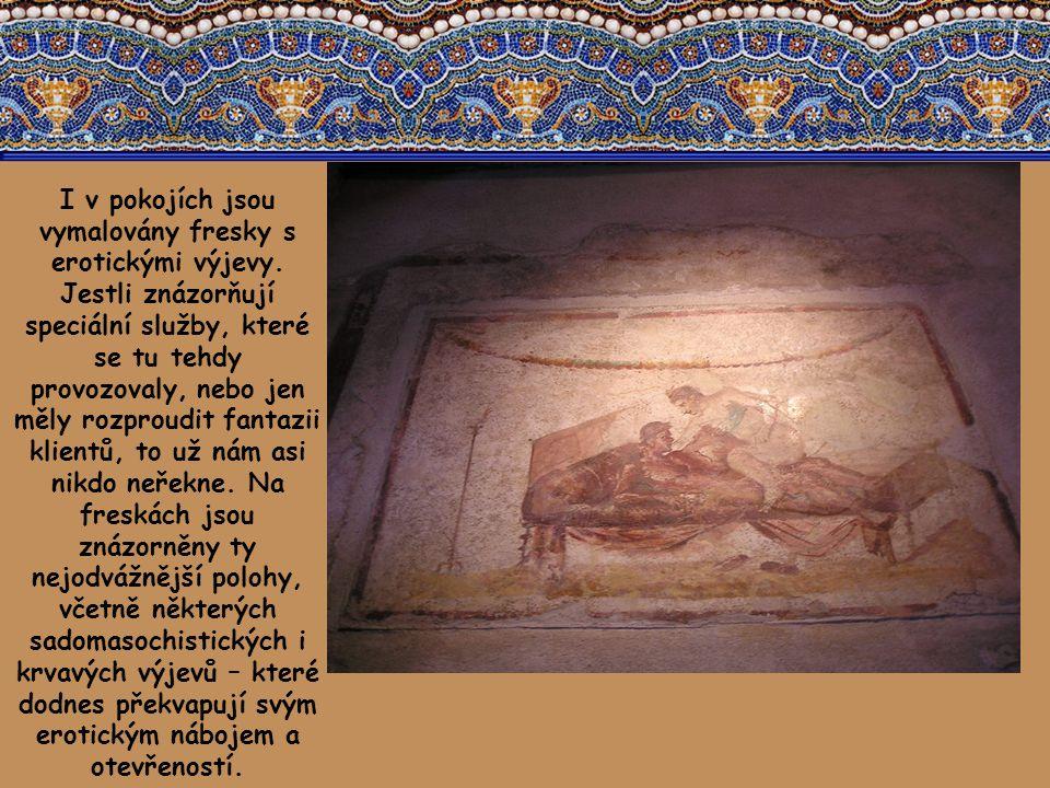 I v pokojích jsou vymalovány fresky s erotickými výjevy