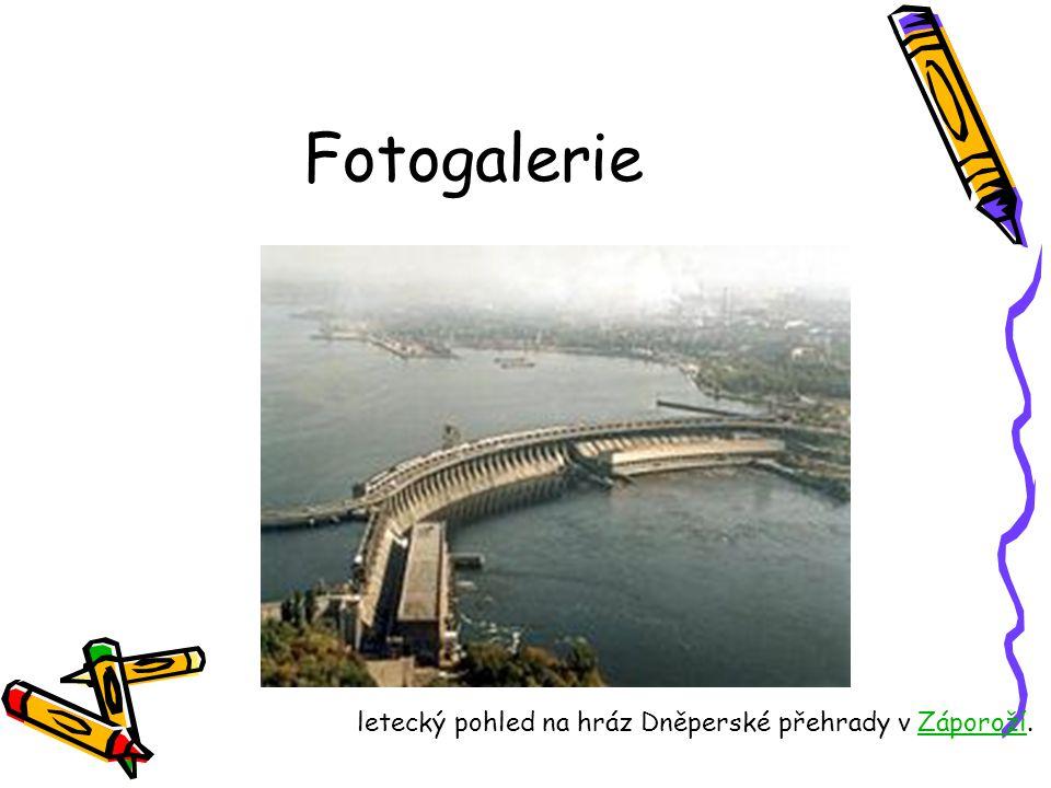 Fotogalerie letecký pohled na hráz Dněperské přehrady v Záporoží.