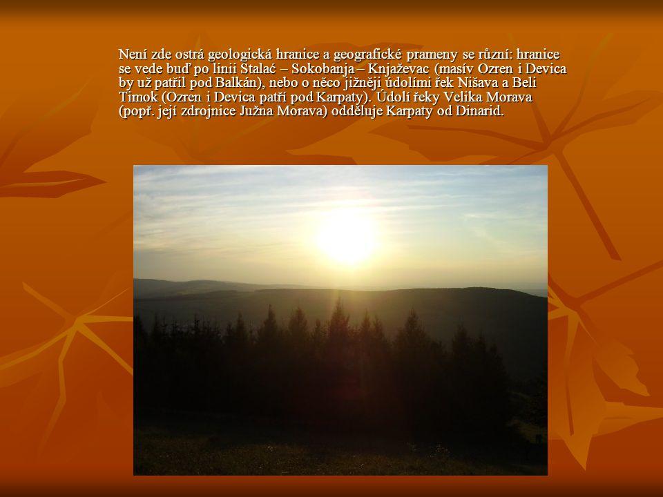 Není zde ostrá geologická hranice a geografické prameny se různí: hranice se vede buď po linii Stalać – Sokobanja – Knjaževac (masív Ozren i Devica by už patřil pod Balkán), nebo o něco jižněji údolími řek Nišava a Beli Timok (Ozren i Devica patří pod Karpaty).