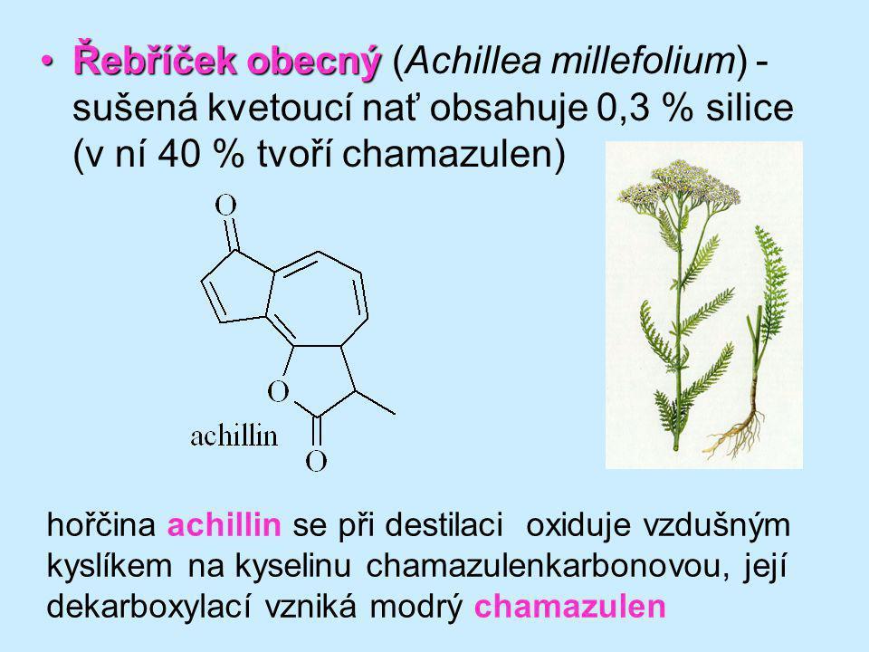 Řebříček obecný (Achillea millefolium) - sušená kvetoucí nať obsahuje 0,3 % silice (v ní 40 % tvoří chamazulen)