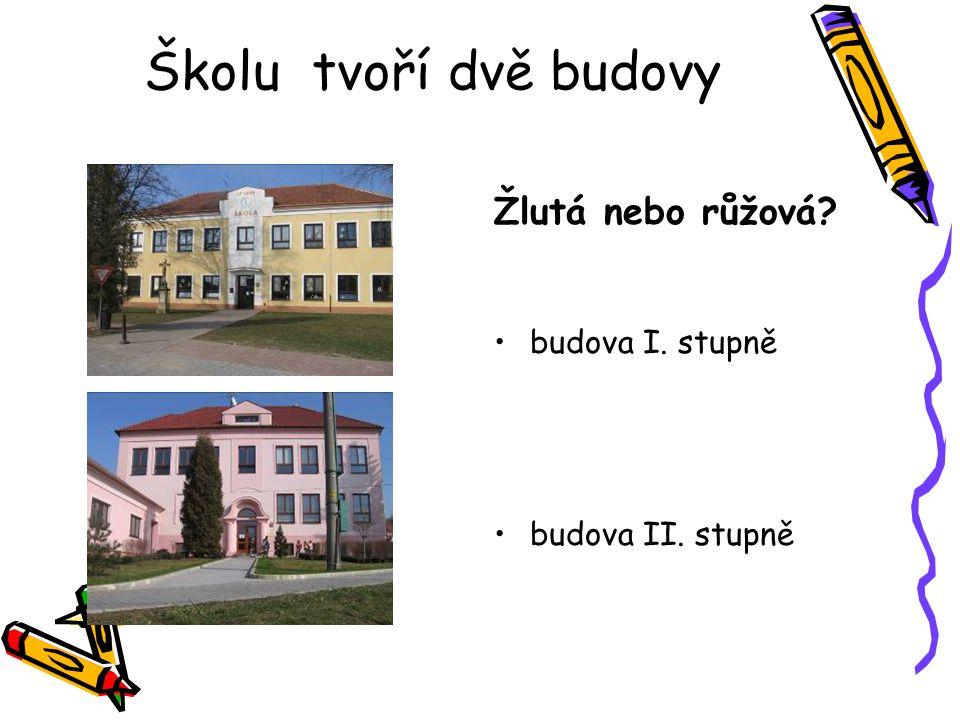 Školu tvoří dvě budovy Žlutá nebo růžová budova I. stupně
