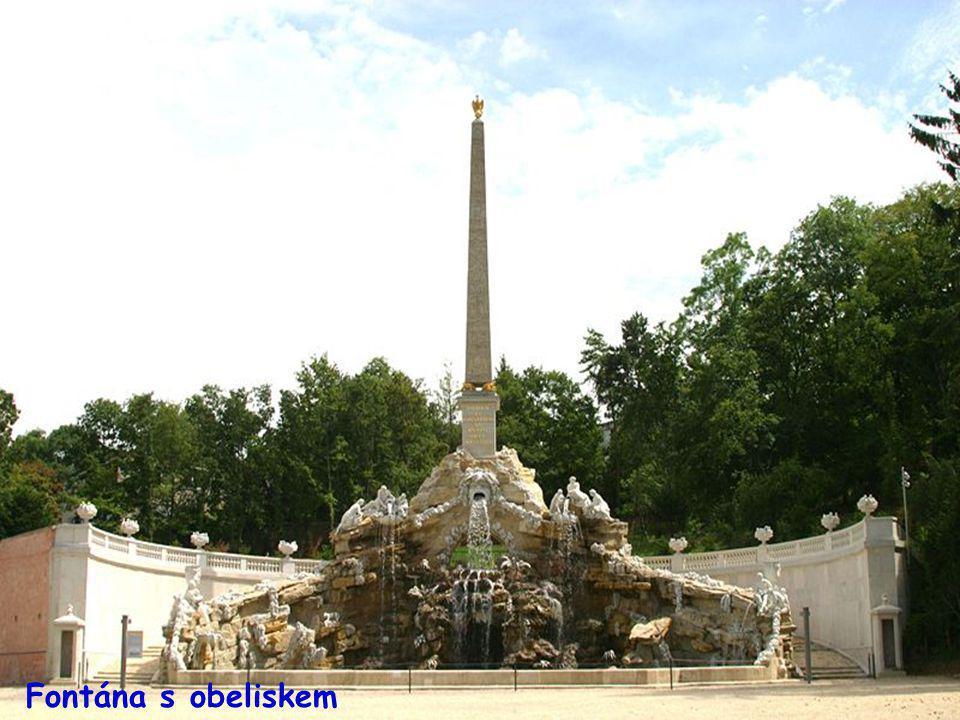 Fontána s obeliskem