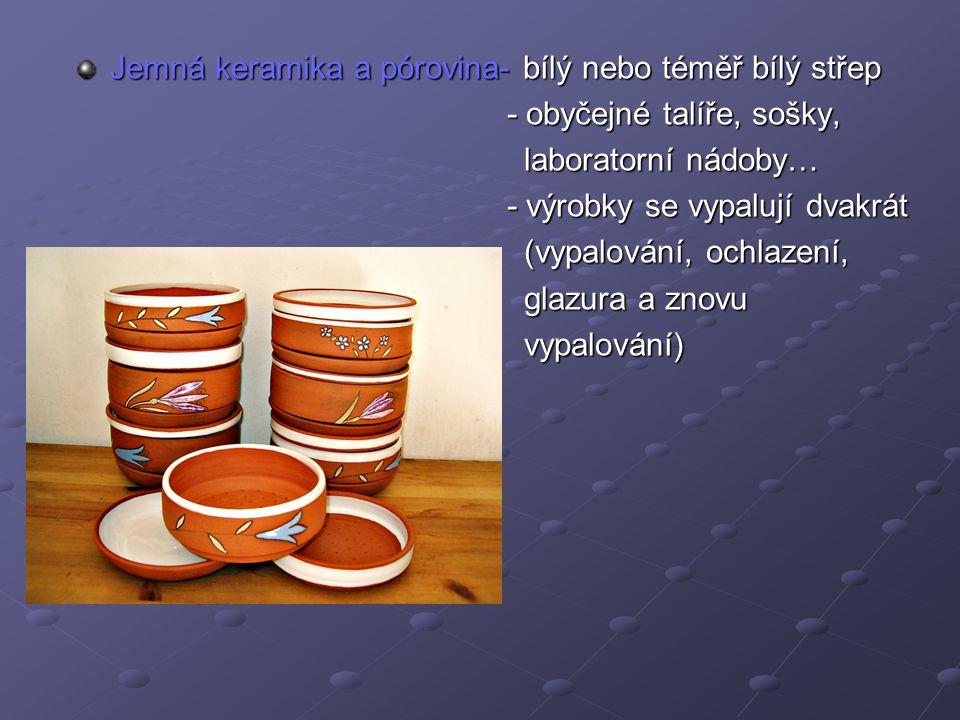 Jemná keramika a pórovina- bílý nebo téměř bílý střep