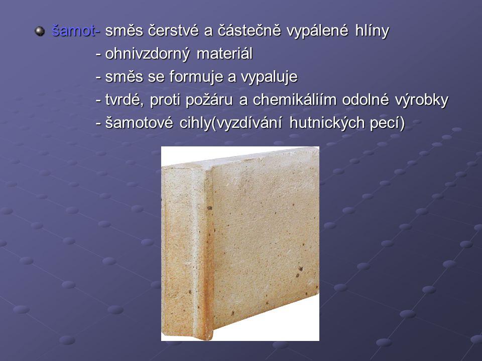 šamot- směs čerstvé a částečně vypálené hlíny