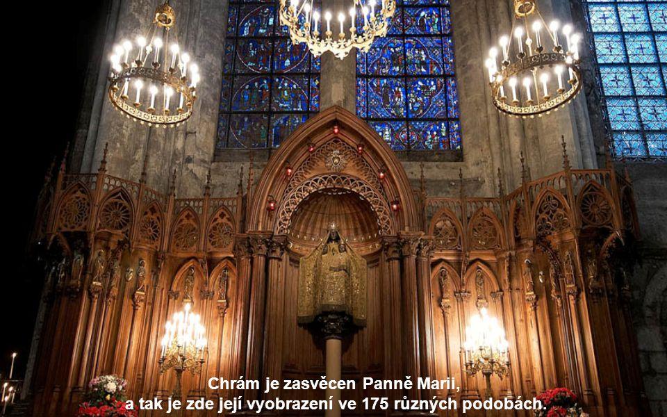 Chrám je zasvěcen Panně Marii,