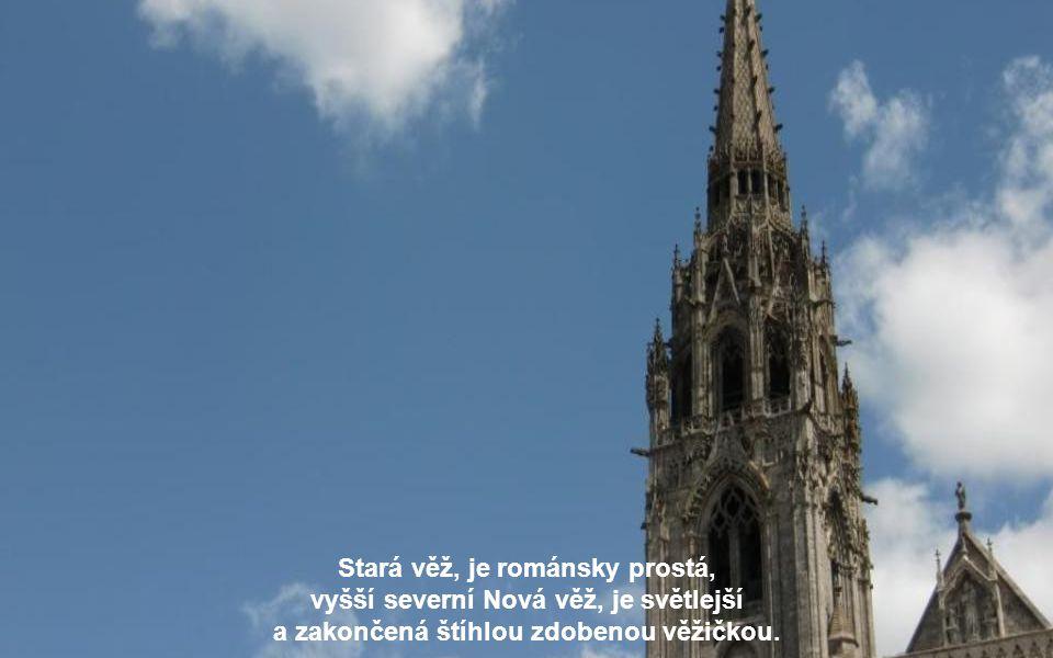 Stará věž, je románsky prostá, vyšší severní Nová věž, je světlejší