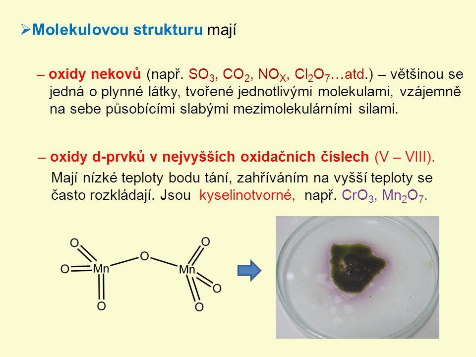 Molekulovou strukturu mají
