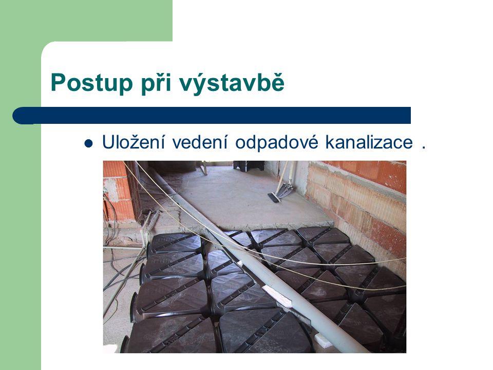 Postup při výstavbě Uložení vedení odpadové kanalizace .