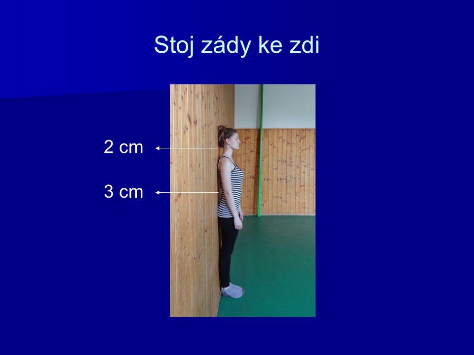 Stoj zády ke zdi 2 cm 3 cm
