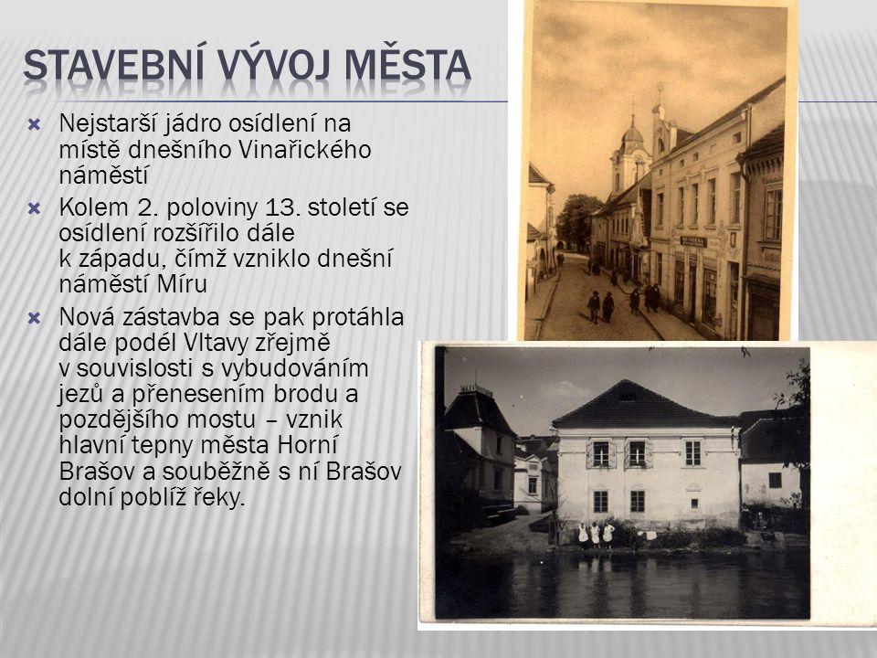 Stavební vývoj města Nejstarší jádro osídlení na místě dnešního Vinařického náměstí.