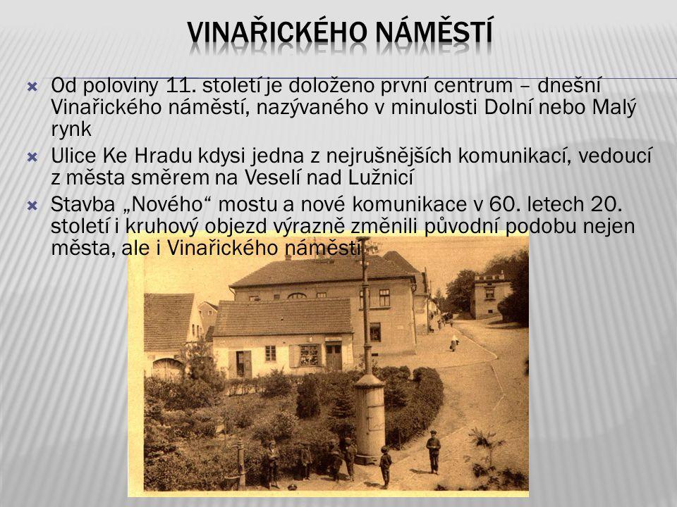 Vinařického náměstí Od poloviny 11. století je doloženo první centrum – dnešní Vinařického náměstí, nazývaného v minulosti Dolní nebo Malý rynk.