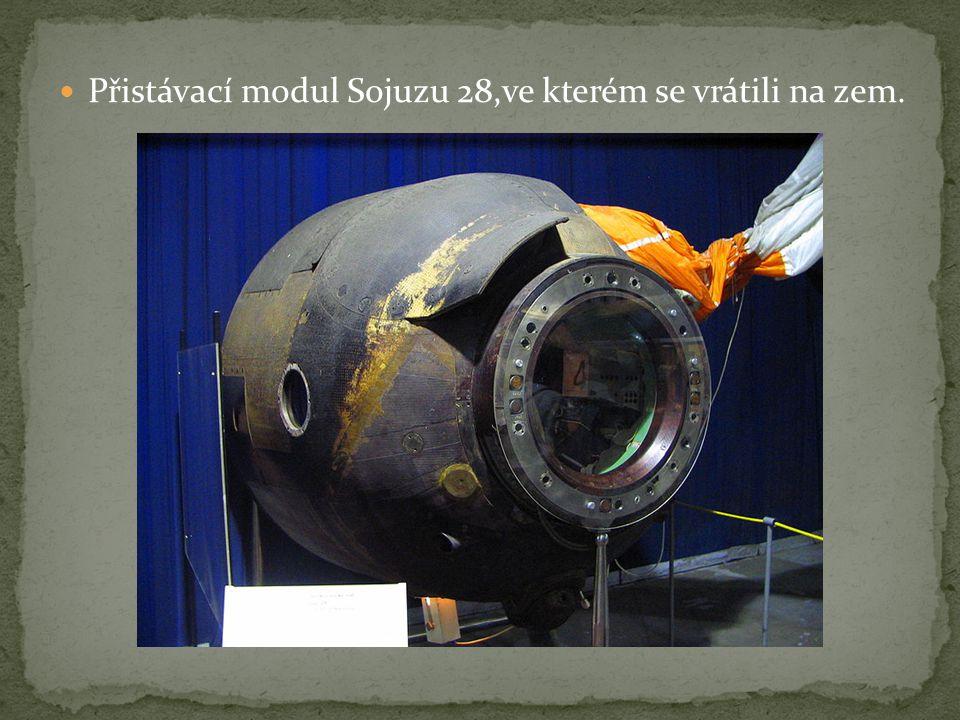 Přistávací modul Sojuzu 28,ve kterém se vrátili na zem.